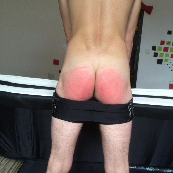 New photos - (self)spanking the bare buttocks